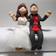 arsenal-fan-sitting-cake-topper