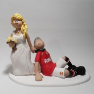 bride-dragging-man-utd-fan-cake-topper