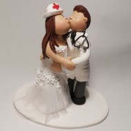 kissing-couple-cake-topper
