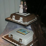 luggage-topper-on-cake