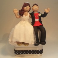 man-utd-groom-waving-cake-topper
