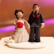 red-roses-topper-on-cake