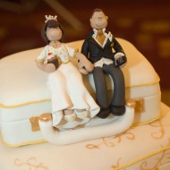 suitcases-topper-on-cake